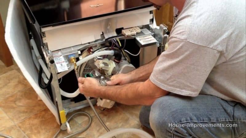 Если помыли мясорубку в посудомойке и она потемнела: почему и что делать