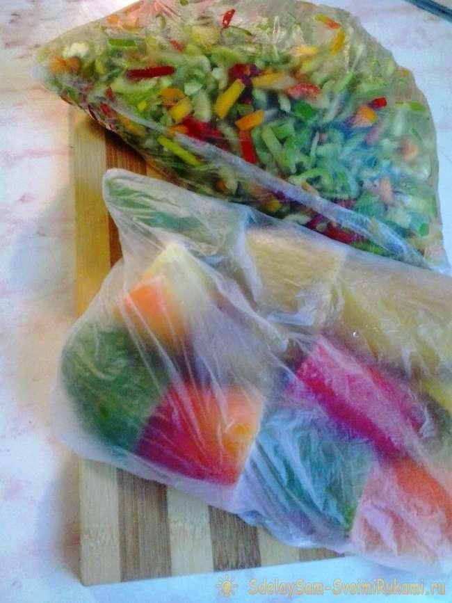 Заморозка овощей и фруктов в морозильной камере на зиму в домашних условиях: рецепты. какие овощи и фрукты можно замораживать в морозильной камере для приправы, заправки, для борща, прикорма ребенку на зиму?