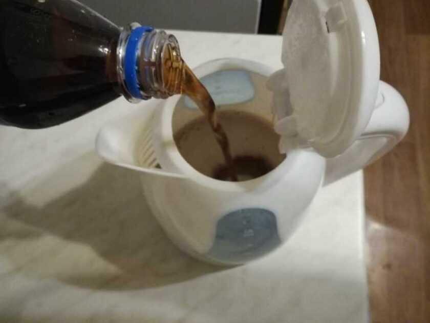 Как убрать запах пластмассы в чайнике