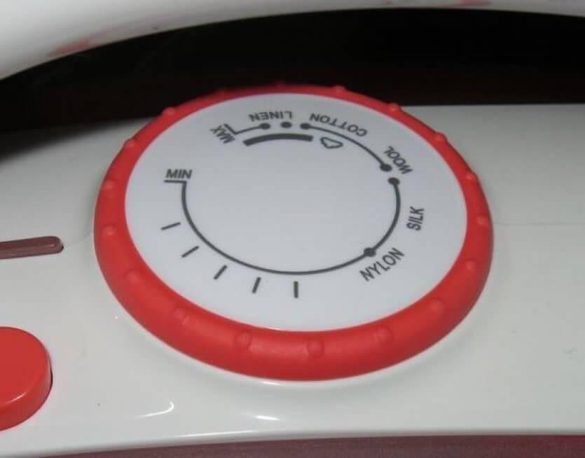 Температура утюга: по точкам, минимальная, максимальная в градусах, как ее узнать