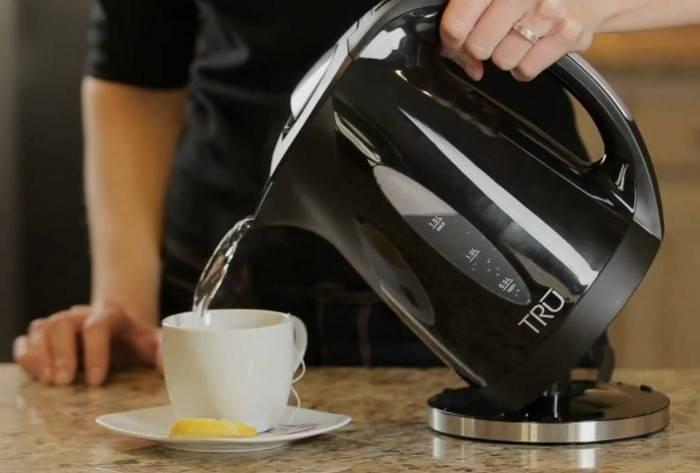 Что делать если чайник пахнет пластмассой, методы устранения запаха