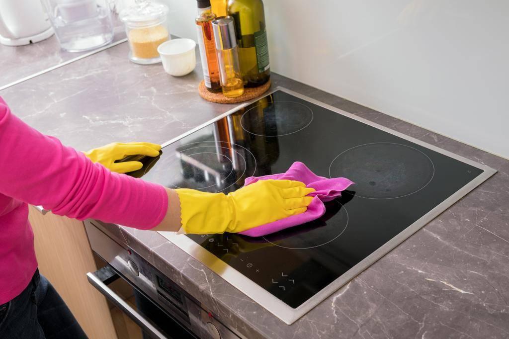 Как удалить пятна нагара с индукционной варочной поверхности