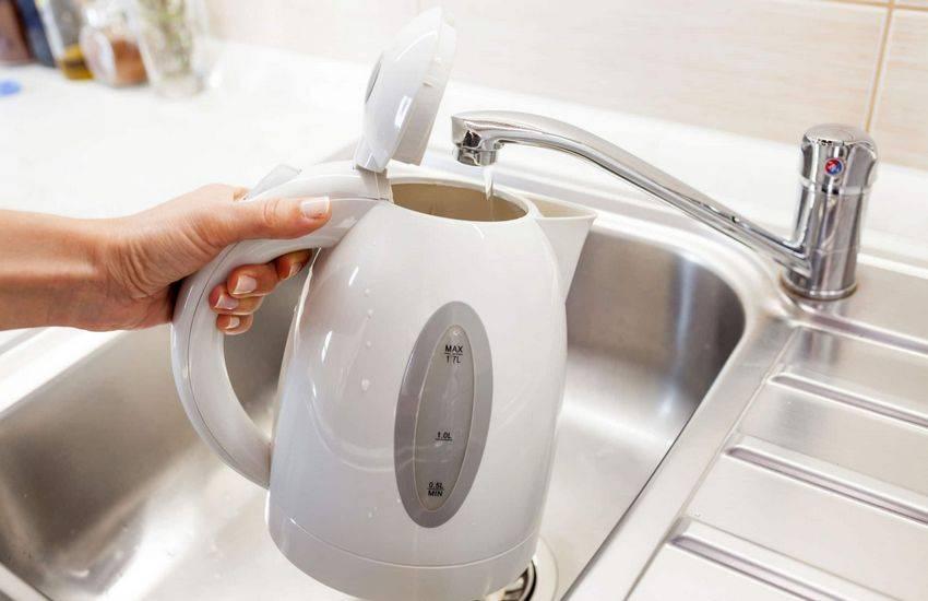 Новый чайник пахнет пластмассой: что делать перед использованием